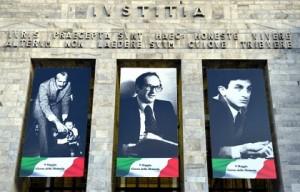 Le foto dei magistrati assassinati sul Palazzo di Giustizia di Milano
