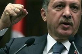 I trucchi di Erdogan per vincere le elezioni di domenica: tv oscurate, ora legale e blitz
