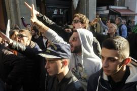 Bologna, la Piazza e i saluti fascisti – Il governo risponda