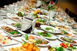 È pronto, tutti a tavola: il cibo è diritto alla felicità