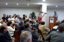 A Napoli De Magistris contro il referendum schiera la giunta. Delibera sul «rischio di deriva autoritaria»