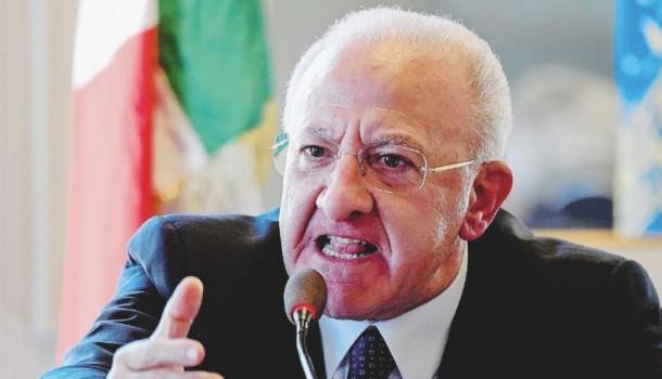"Referendum, De Luca a 300 sindaci: ""Fate votare Sì. Renzi manda fiumi di soldi. Che vi piaccia o no me ne fotto"""