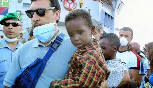 Migranti, chi infligge colpi mortali al codice morale: io sto con chi salva