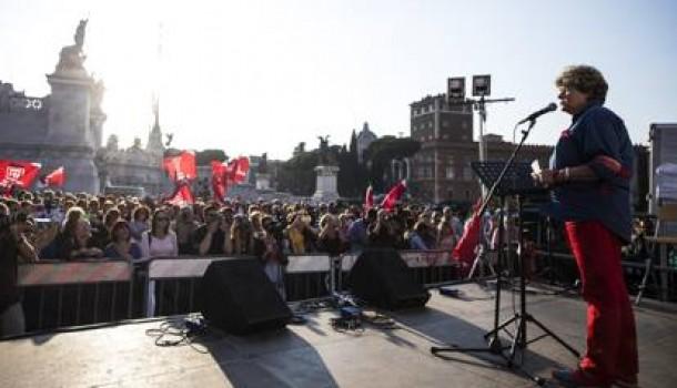 Le 100 piazze contro la violenza sulle donne, Camusso: «Non ci ricacceranno a casa»