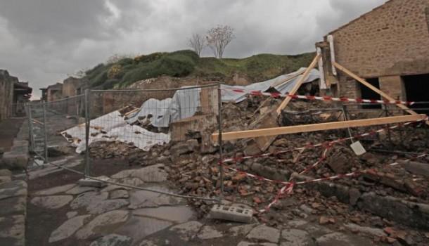 Da Firenze a Pompei piovono pietre su un Paese in coma