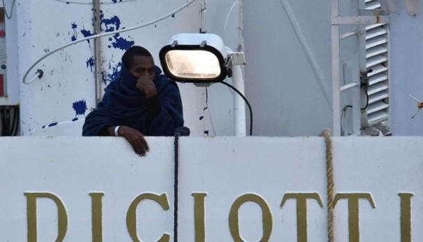 Nessuno ha diritto di trattenere i migranti della Diciotti