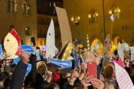 """Bologna/La festa della piazza anti-Lega, """"Siamo in dodicimila"""""""