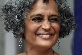 "Arundhati Roy: ""La pandemia è un portale"""